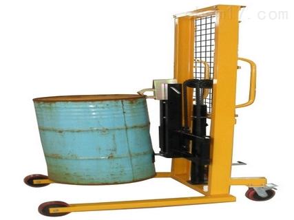 油桶秤采用槽钢门架,耐磨尼龙脚轮,结构表面防锈烤漆,可以轻度防止
