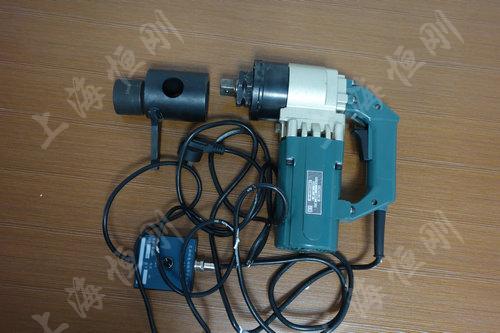 电动螺栓扭力扳手产品特点: 电动螺栓扳手结构新颖,体积小,重量轻,可
